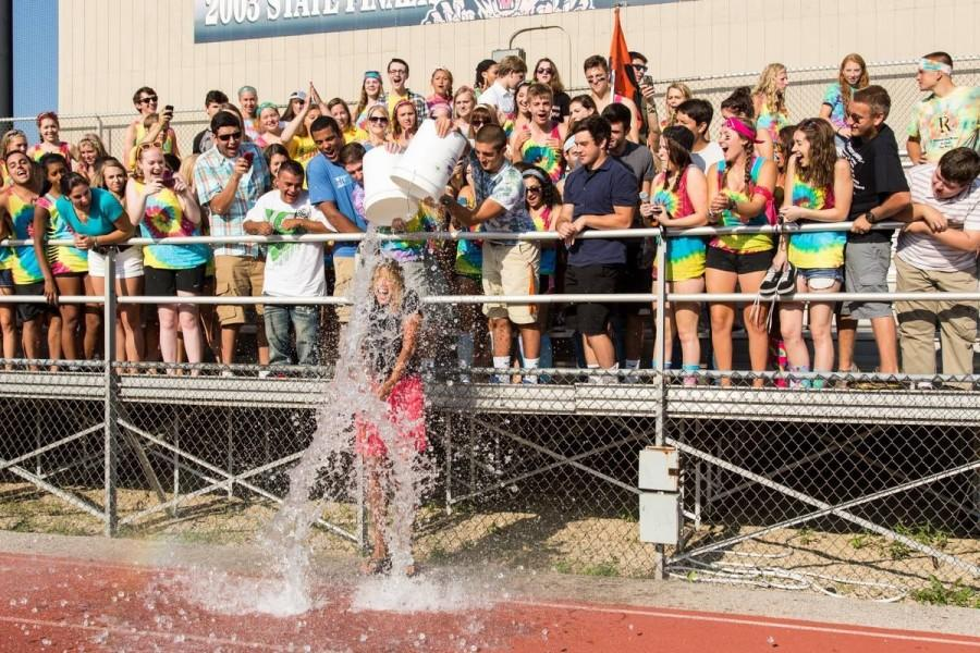 Dr.+Scott+accepts+the+ALS+Ice+Bucket+Challenge+in+front+of+the+Class+of+2015+on+the+first+day+of+school.