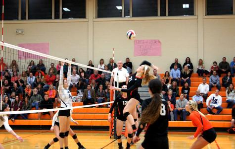 Girls Volleyball Clinches Division on Senior Night