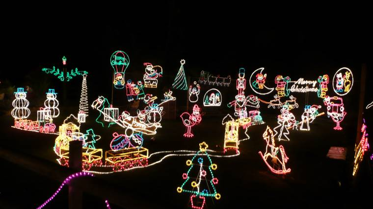 Cuneo\'s Holiday Light Show no Longer Running – Drops of Ink