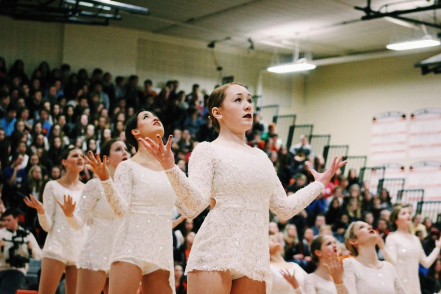 Varsity+poms+dancers+perform+a+dance+routine+to+the+song+%E2%80%9CHallelujah.%E2%80%9D+Junior+Megan+Wolter+is+pictured+in+the+front.+