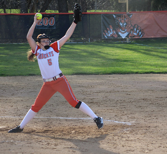 Hannah+Heraty%2C+the+senior+Division+I+commit+to+the+University+of+Dayton%2C+pitches.