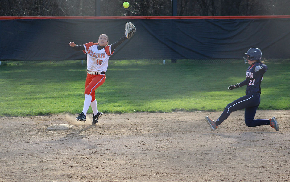 Athlete+of+the+Week+Samantha+Hilldale+reaches+for+the+ball+for+the+force+out+at+second+base.