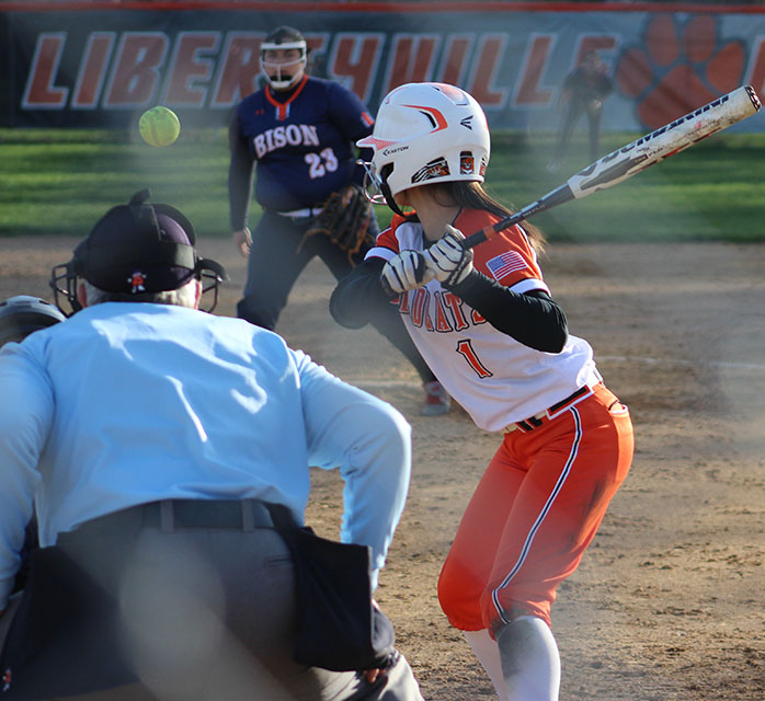 +Emily+Hilldale+readies+for+the+pitch+l+from+the+opposing+Buffalo+Grove+pitcher.