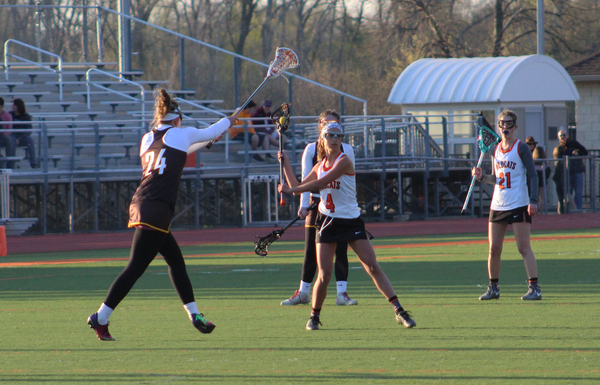 Ashley+Marshall+readies+to+pass+the+ball+to+a+teammate+across+the+field.