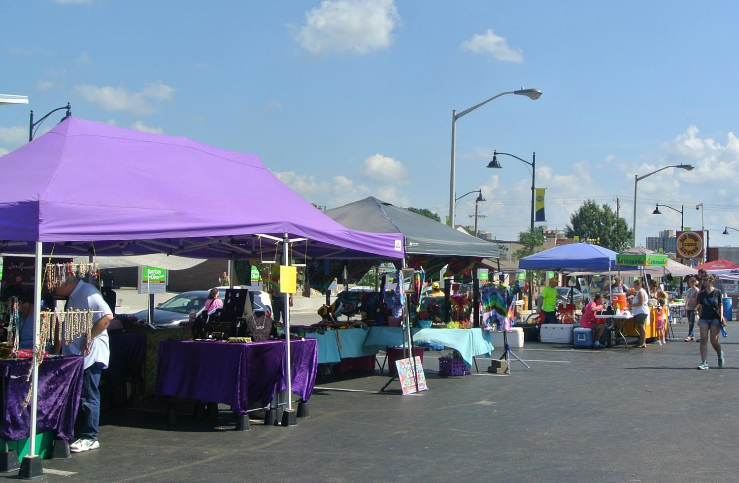 Local+businesses+and+vendors+of+Southern+Illinois+sold+eclipse-themed+gear+and+products+and+food+at+the+Carbondale+Eclipse+Marketplace+from+Aug.+19-21+on+South+University+Avenue.