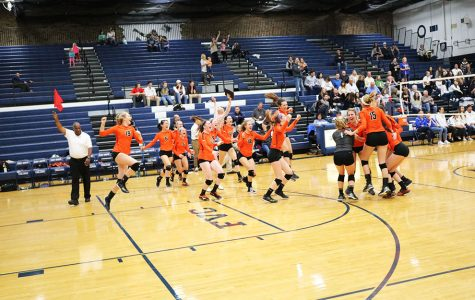 LHS Volleyball Wins Regionals Against Warren