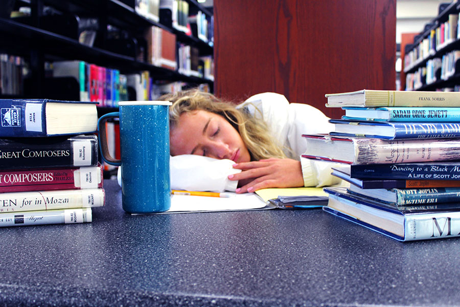 Senior Olivia Devin conveys the struggle students face balancing a healthy amount of sleep and their workload.