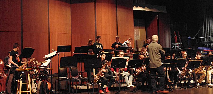 The+saxophonists+of+Highland+and+LHS+play+together%2C+combining+their+differing+years+of+experience.