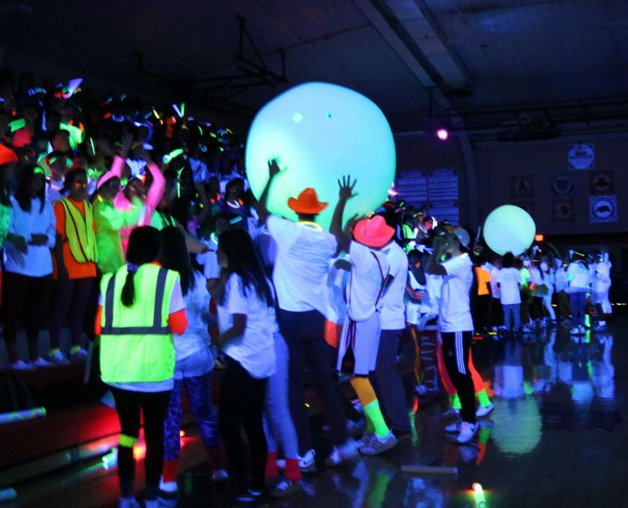 """The seniors, juniors, sophomores and freshmen face off in a game of """"Planet Pass,"""" as they tried to keep their team's ball up in the air before rushing to get it to the center."""