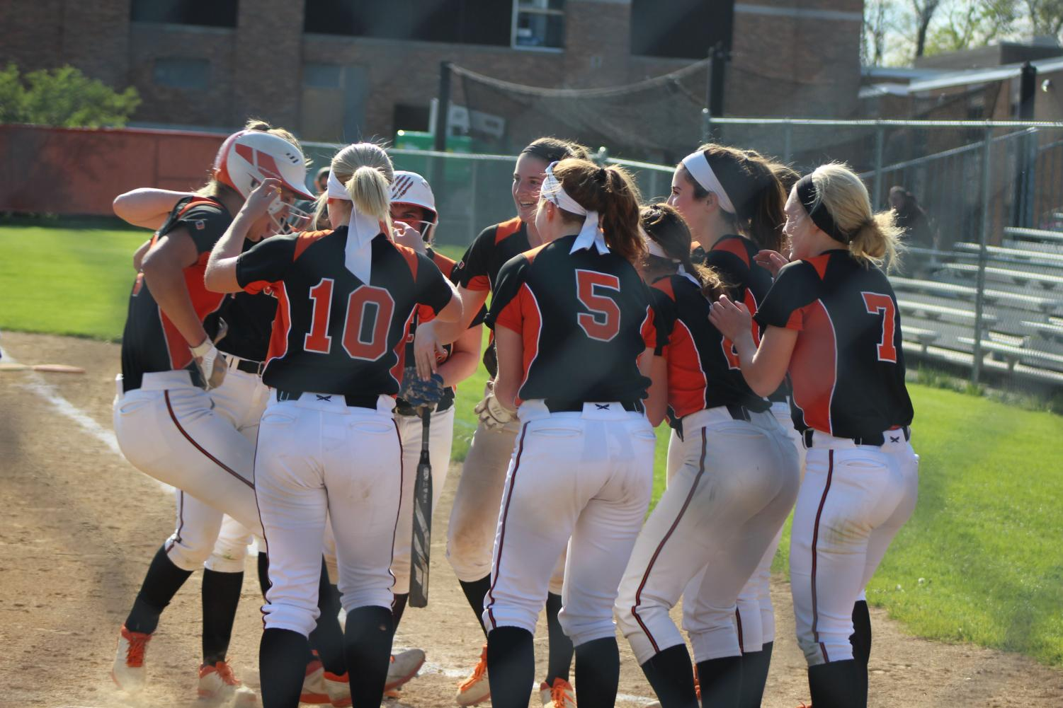 The+Cats+congratulate+teammate+Charlotte+Lynch+on+her+home+run+in+the+third+inning.+
