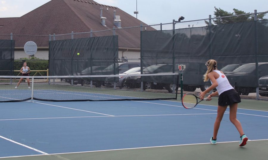 Junior+singles+player+Lily+VanDixhorn+returned+Zion%E2%80%99s+top+player%E2%80%99s+shot+to+earn+a+point.