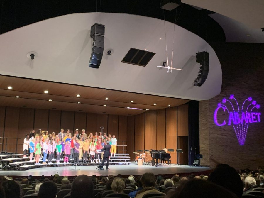 The+freshmen+and+sophomores+perform+a+song+during+the+Cabaret+concert.