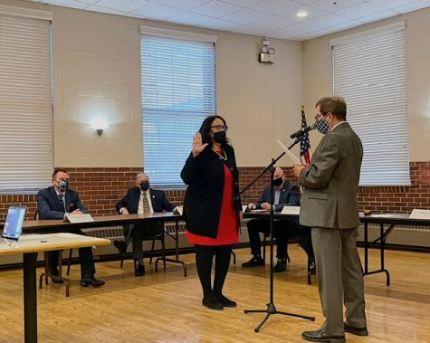 Former Mayor Terry Weppler swears in Libertyville's new mayor, Donna Johnson, at the Civic Center on Tuesday, May 4.