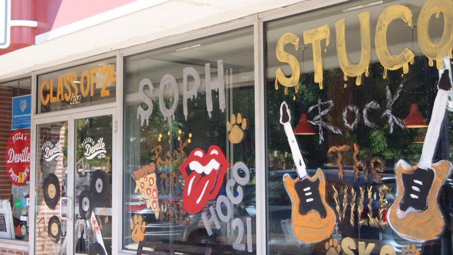 The Sophomore Student Council painted on Pizzeria Devilles windows.